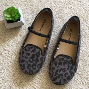 Girls Gray Leopard Print Flats